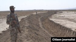 پاکستاني چارواکي وايي، چې دغه خندق ۴۸۰ کلومېتره اوږدوالی لري چې له کندهار به تر پکتیکا پورې وکېندل شي