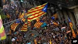 Apoiantes da independência da Catalunha marcharam no dia 27 de Outubro