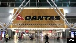 Qantas sempat menutup terminalnya di Bandara Sidney saat karyawannya melakukan aksi mogok kerja, Oktober lalu (foto: dok).