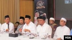 Pimpinan GNPF MUI jumpa pers di kantor Al-Quran Learning Center di kawasan Tebet, Jakarta Selatan pada Selasa (27/6) menjelaskan tentang pertemuan mereka dengan Presiden Joko Widodo. (VOA/Fathiyah)