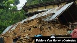 Gempa kedua di Nepal menewaskan sedikitnya 110 orang, serta merobohkan rumah-rumah yang sudah rusak (foto: dok).