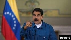 """A través de su cuenta de Twitter, el presidente Nicolás Maduro le pide al presidente Trump que cambie su """"agenda de agresión por una de diálogo""""."""