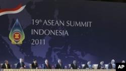 东盟国家领导人11月17日在印尼巴厘岛出席东盟峰会