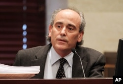 Bruce Goldberger, a toxicologist from the University of Florida, testifies in the trial of Casey Anthony at the Orange County Courthouse in Orlando, July 1, 2011.