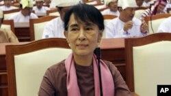 Bà Aung San Suu Kyi đã chuyển đổi từ nhân vật bất đồng chính kiến nổi tiếng nhất của Miến Điện thành một thành viên của quốc hội nước này