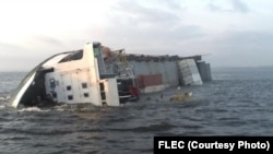 Angola, Navio cargueiro afundou na costa de Cabinda a 16 de Maio, 2014. O navio da DELMAS Angola transportava contentores da internacional MAERSK