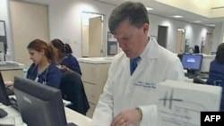 Bác sĩ sử dụng internet để giao tiếp với bệnh nhân