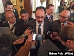 Cumhurbaşkanlığı Sözcüsü İbrahim Kalın Erdoğan-Biden görüşmesinin ardından gazetecileri bilgilendirirken