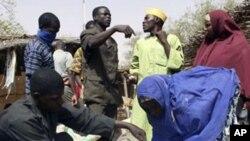 Des vendeurs détaillant de céréales au Niger