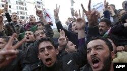 Hàng ngàn người bất chấp lệnh cấm của chính phủ tràn xuống đường phố thủ đô biểu tình