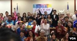 台灣新住民展示自己的創意產品(齊勇明拍攝)