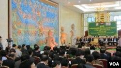 Buổi lễ Hoa Kỳ hoàn trả cho Campuchia 3 bức tượng từ thế kỷ thứ 10, tại Phnom Penh, Campuchia, 3/6/14