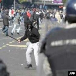 Policija i protivnici Parade sukobili su se na više lokacija u Beogradu