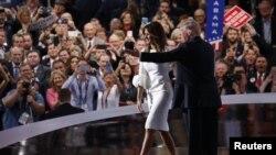 Republican ပါတီညီလာခံမွာ Donald Trump ေထာက္ခံသူနဲ႔ ကန္႔ကြက္သူေတြ အၿပိဳင္လွဳပ္ရွား