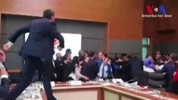 Meclis'te Yumruklar Yine Kalktı