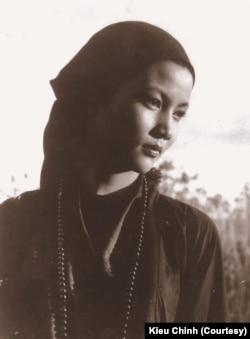 """Kiều Chinh trong vai ni cô Như Ngọc trong phim """"Hồi Chuông Thiên Mụ"""" (1957)"""