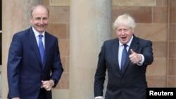 PM Irlandia Micheal Martin dan PM Inggris Boris Johnson bertemu di Hillsborough Castle, Belfast, Irlandia Utara Kamis (13/8).