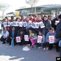 去临沂44访民今早6点到达北京南站合影