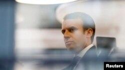 Le candidat centriste Emmanuel Macron lors d'une des dernières réunions du mouvement En Marche ! au cours desquelles prenaient par la députée Corinne Erhel brutalement décédée en Bretagne, France, 5 mai 2017.