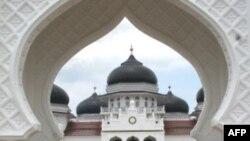 Aceh là tỉnh duy nhất ở Indonesia được công khai cho phép áp dụng các luật lệ Hồi giáo