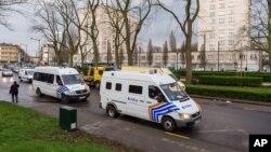 Polisi Belgia melakukan penggerebekan terhadap dua pria tersangka teroris di Brussels (foto: dok).
