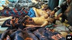 شام کے صوبے ادلب کے قصبے خان شیخوں میں کیمیائی حملے کا نشانہ بننے والے زیر علاج افراد۔ اس حملے میں ایک سو سے زیادہ لوگ ہلاک ہوئے۔ اپریل 2017