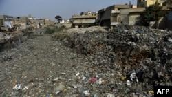 کراچی میں کچرے کے معاملے پر سیاسی جماعتیں بھی تقسیم دکھائی دیتی ہیں۔