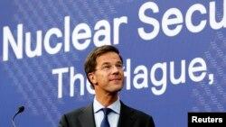 نخست وزیر هلند در کنفرانس خبری پیشاپیش اجلاس امنیتی لاهه، ۲۳ مارس ۲۰۱۴