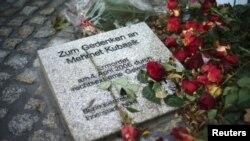 Dortmund'da ırkçı terör örgütü NSU'nun öldürdüğü Mehmet Kubaşık'a ithaf edilen anma taşı