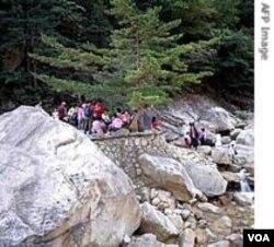 Daerah wisata Gunung Kumgang yang dikelola bersama oleh Korea Utara dan Selatan.
