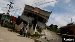 Rumah di kawasan San Marcos, Guatemala retak akibat gempa, Senin (7/7).