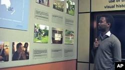 Yves Kamuromsi - avait 13 ans lorsque le génocide rwandais se est produit - dirige désormais le centre de documentation à l'Kigali Genocide Memorial Centre au Rwanda, et a dit partager l'expérience avec d'autres survivants aide tout le monde, Novembre de 2011.