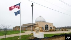 یک مرکز اسلامی در ایالت ایندیانا پیشتر با این درخواست تغییر مکان پناهجویان سوری مخالفت کرده بود.