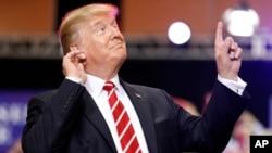 Trump dice que hay que construir el muro fronterizo aunque haya que cerrar el gobierno. Paul Ryan asegura que eso no es necesario.
