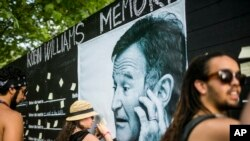 Robin Williams' Death Prompts Outpouring of Tributes