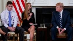ပညာေရး၀န္ထမ္းမ်ား လက္နက္တပ္ေပးဖို႔ သမၼတ Trump စဥ္းစား