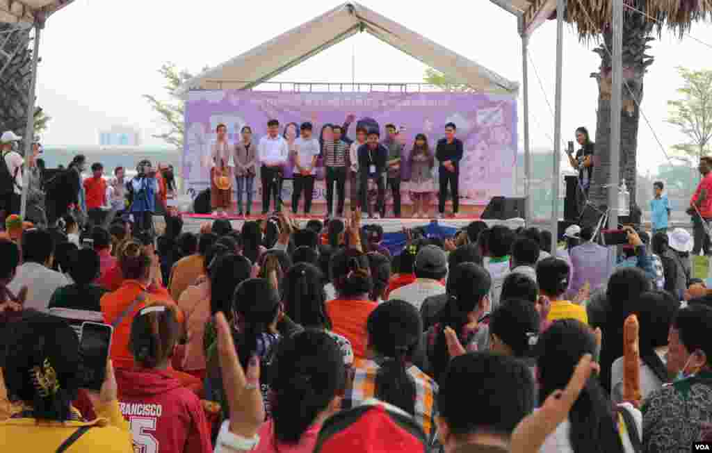 Citizens, workers, and civil society representatives celebrate the 109th International Women Rights Day at Freedom Park, in Phnom Penh, March 8, 2020. (Kann Vicheika/VOA Khmer)