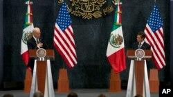 Le vice-président américain Joe Biden et le président mexicain Enrique Pena Nieto, à Mexico, le 25 février 2016.