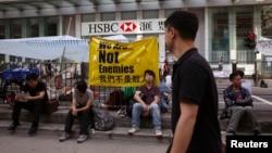 10月7日,爭取香港真普選人士繼續在中環匯豐銀行對出馬路的佔領區。