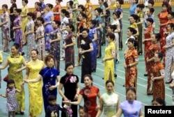 杭州人穿旗袍,参加创造各地人同时穿旗袍的人数世界纪录(2015年5月16日)