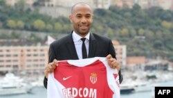 Thierry Henry, nouvel entraîneur du club de football de Monaco, lors d'une conférence de presse, le 17 octobre 2018.