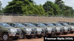 Les véhicules remis par les USA aux FACA, le 9 août 2018. (VOA/Freeman Sipila)