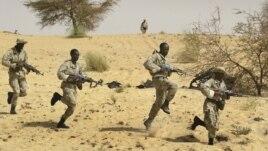 Sojojin Mali su na horaswa a kusa da birnin Timbuktu a shekarar 2012, kafin yankiin ya fada hannun masu kishin Islama.