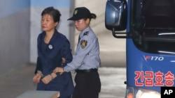 သမၼတေဟာင္း Park Geun-hye ႏွစ္ ၃၀ ေထာင္ဒဏ္နဲ႔ ရင္ဆုိင္ရ ႏုိင္