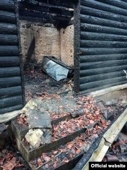 """Kuća koju je koristio predsednik sindikata """"Sloga"""" zaposlenih u Ministarstvu odbrane i Vojsci Srbije Dejan Pavlović, uništena u požaru koji je izbio rano ujutro 10. maja 2020. (Foto: Zvanični sajt Sindikata """"Sloga"""")"""
