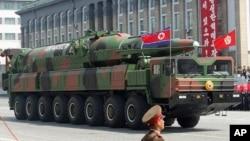 2012년 4월 북한이 태양절 열병식에서 공개한 신형 탄도미사일.