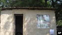 用塑料袋砖建造的棚屋