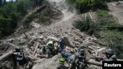 Giải cứu nạn nhân động đất ở tỉnh Tứ Xuyên, ngày 9/8/2017.