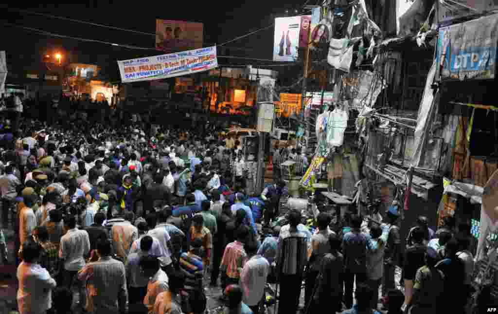 Indian authorities and onlookers are pictured at the site of a bomb blast at Dilshuk Nagar in Hyderabad, India, February 21, 2013.