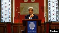 反腐峰会召开之前,美国国务卿克里在英国牛津发表讲话。